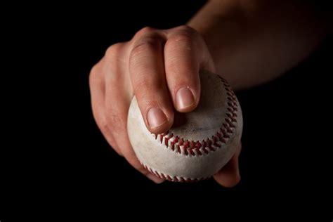 how to throw a how do you throw a curveball wonderopolis