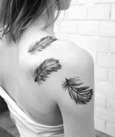 23 feder tattoo designs auf verschiedenen k 246 rperstellen