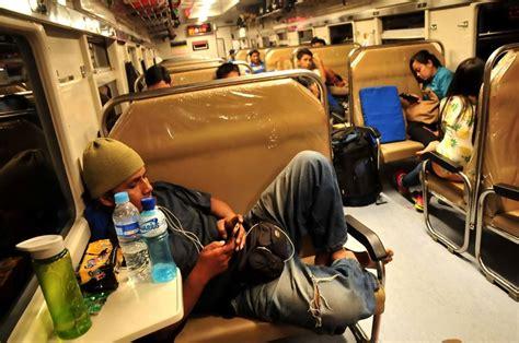 Kereta Bayi Di Malang foto foto penakan tabrakan kereta di cirebon