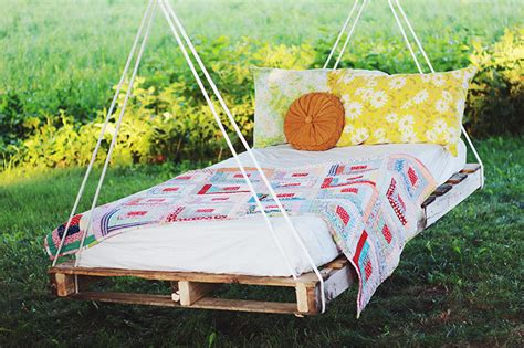 pallet swing bed 16 diy outdoor furniture pieces beautyharmonylife