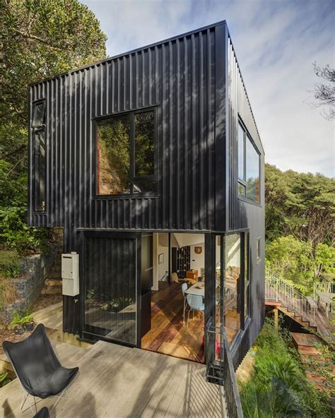 autarkes minihaus beautiful blackpool house blends split level design with