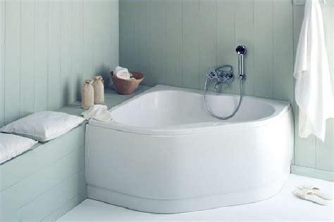 mini baignoire sabot design en angle chez brossette