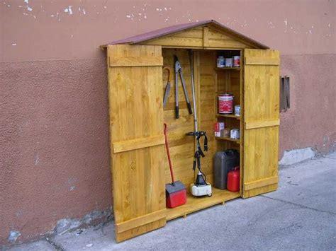 costruire armadietto in legno armadi per esterno legno design casa creativa e mobili