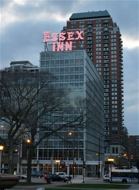 chicago essex inn 301 moved permanently