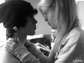 gif de amor besos girlfriend love gif find share on giphy