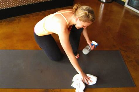 Clean Mat With Tea Tree by 25 Uses For Tea Tree Keeper Of The Home