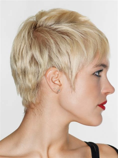 inverted triangle hairstyles short layered pixie haircut for inverted triangle and