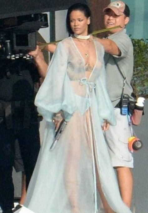 Foto Baju Wanita Transparan pakai baju transparan tanpa bh payudara seleb ini tumpah saat syuting page 2 of 2