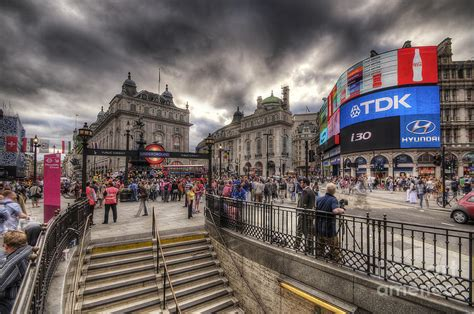 Home Decor Blogs by Piccadilly Circus London Photograph By Yhun Suarez