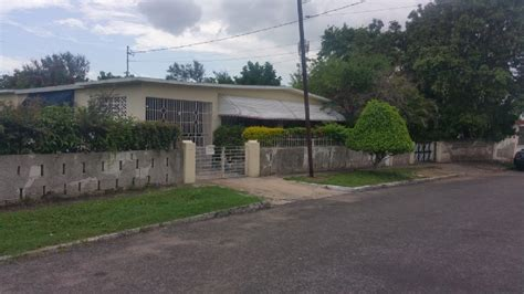 3 bed 2 bath house for sale 3 bed 2 bath house for sale in hughenden off molynes road