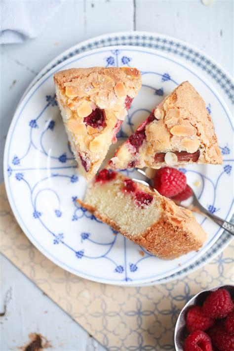 einfacher leckerer kuchen leckerer himbeer rhabarber kuchen zucker zimt und liebe
