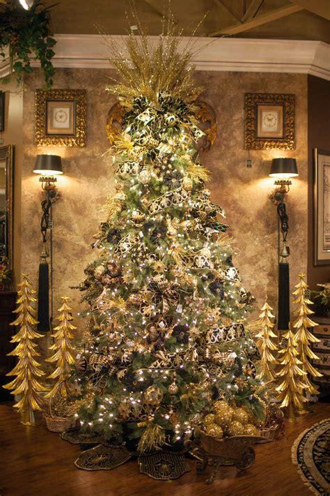 unique christmas tree decorating