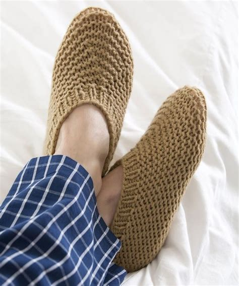 free knitted bed slippers patterns 17 best images about bed socks on yarns bed