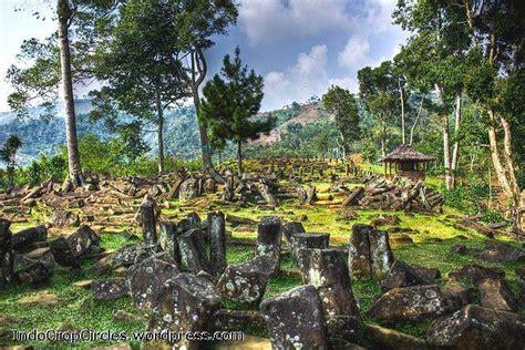 Situs Gunung Padang Misteri Dan Arkeologi misteri batu megalith gunung padang di jawa barat info indonesia