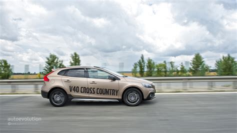 volvo test drive volvo v40 cross country review autoevolution