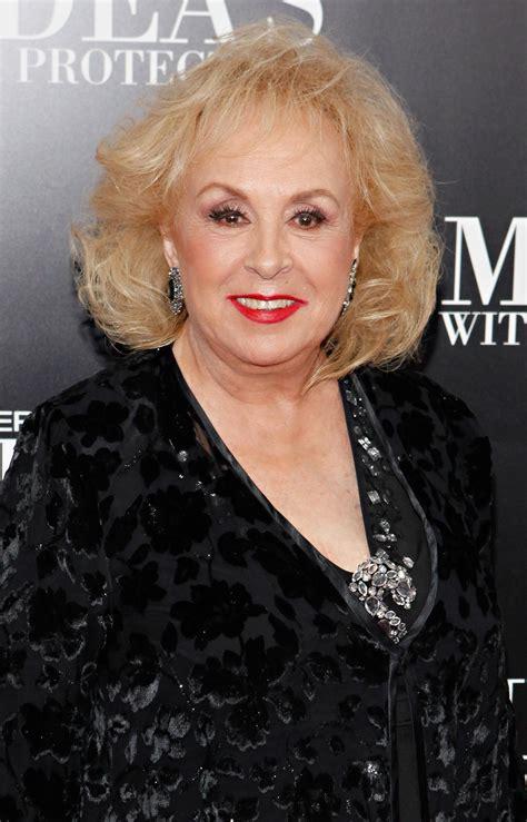 Doris Roberts Hairstyle, Makeup, Dresses, Shoes And