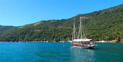 barco pirata buzios paseos de escuna en ilha grande angra dos reis brasil