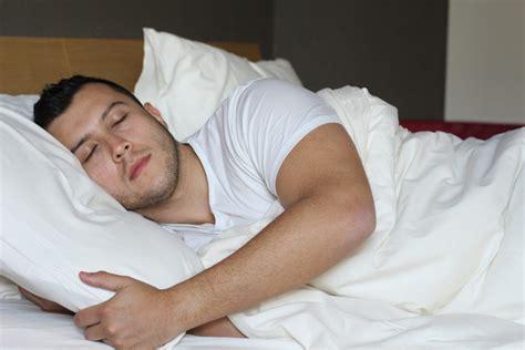 Pillow Between Legs - 5 benefits of placing a pillow between legs when sleeping