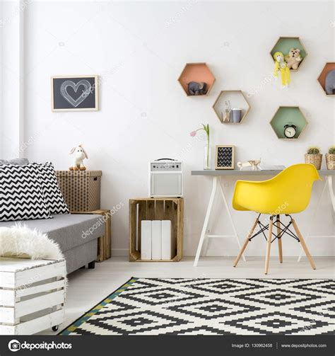 teenage room scandinavian style quarto de adolescente em estilo escandinavo stock photo