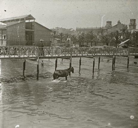 el balneario coleccin ncora playa del postiguet al fondo el balneario la esperanza a 241 o 1903 archivo ayuntamiento
