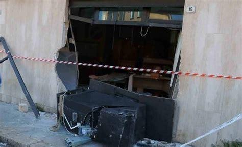 lavoro banca catania catania la banda della gru all assalto dei bancomat