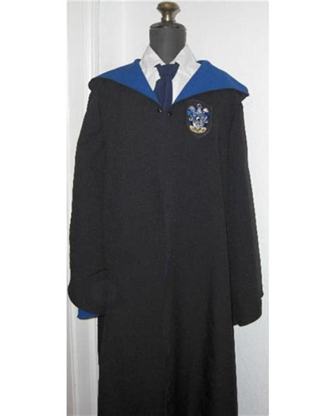 harry potter house robes best 25 hogwarts robes ideas on pinterest harry potter robes hogwarts costume and