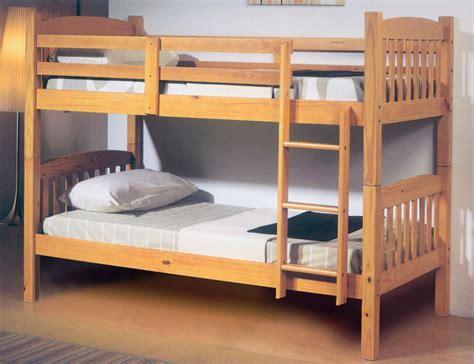 cama litera de madera cama litera dormitorio juvenil en madera color miel con