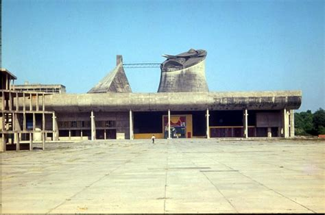 palace of the assembly chandigarh someone has built it