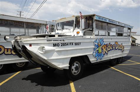 duck boat hot springs arkansas duck boats linked to more than 40 deaths since 1999