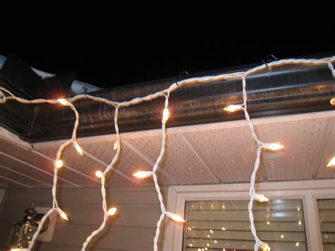 hanging christmas lights on gutters 28 best hanging christmas lights without gutters how