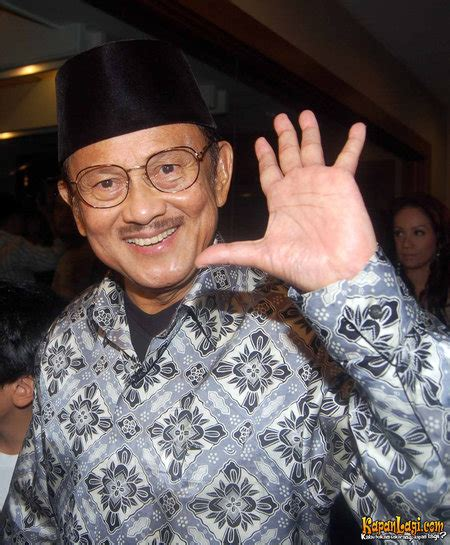 bj habibie indonesia in focus former indonesian president bj habibie