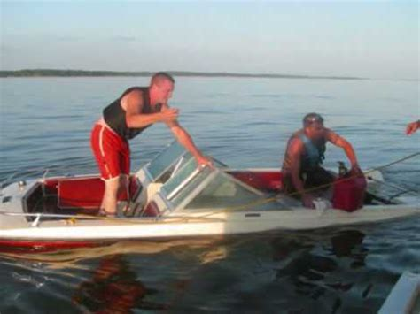 boat sinking in jupiter 1971 larson boat fiberglass bad crack in the back