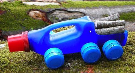 como hacer un auto con una botella plastica juguetes anticrisis fabricar camiones con botellas de