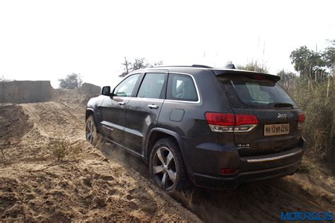 mud jeep cherokee jeep grand cherokee srt and wrangler off road experience