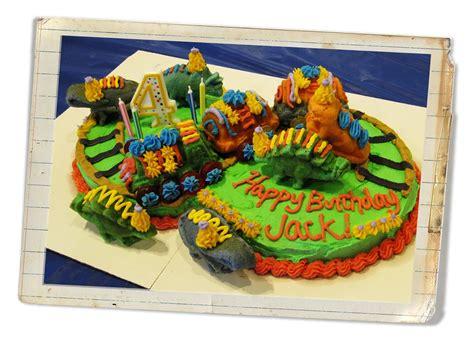 decorating tips and tricks dinosaur train cake and some cake decorating tips and