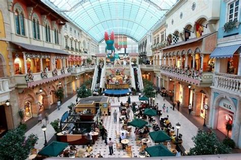 Do You Shop Outlet Malls by How To Behave In Dubai
