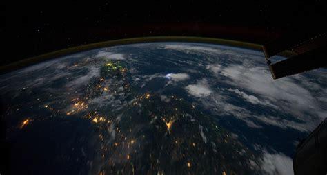 un selfie de la tierra desde el espacio completa de d 237 a nasa un canal emite en directo la tierra desde el espacio