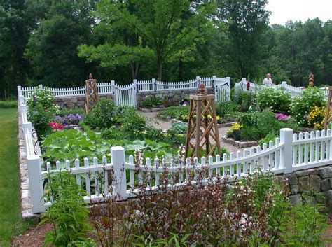 Fenced Backyard Landscaping Ideas by