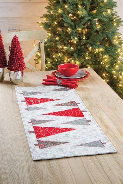 patchwork christmas tree runner pattern 940 best christmas quilts images on pinterest christmas