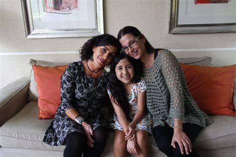 mama y hija leviana el corto que retrata la lucha de dos madres lesbianas y su
