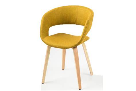 chaises jaunes chaise design jaune curry pieds bois sab miliboo