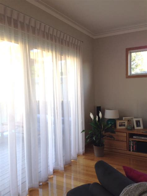 www drapes com triple pinch pleated sheers on decorative rods