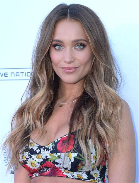 hannah jeter long wavy cut hair lookbook stylebistro