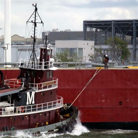 tugboat deckhand working on tugboats what its like to be a deckhand and