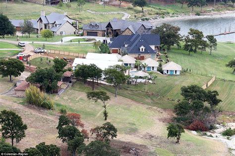 tishomingo ok blake shelton house tishomingo ok shelton house 28 images miranda lambert and shelton get married