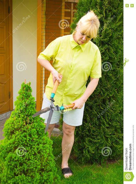 shaving your bush commercial trimmed female bush newhairstylesformen2014 com