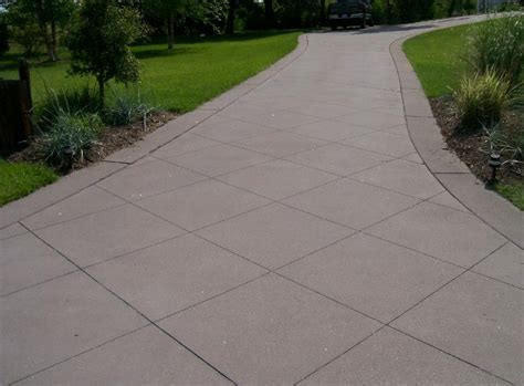 concrete broom finish driveway with saw cut design borders