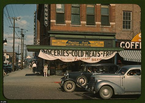 in the 40s colour photographs capture