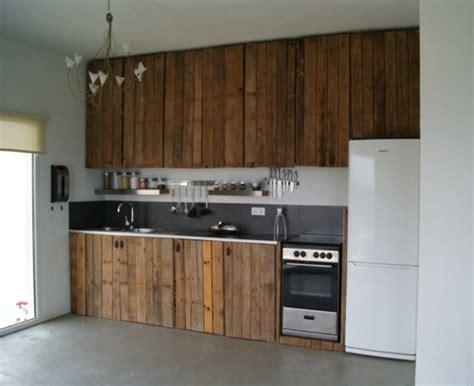 comment faire sa cuisine soi m麥e mobilier pas cher 21 id 233 es avec des palettes en bois