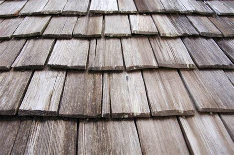 toit en bois techniques de pose d un toit en bois